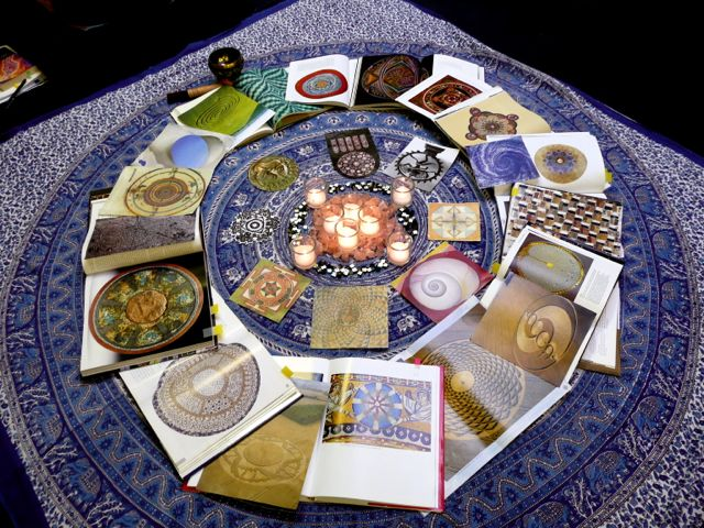 Inspiration Mandala by Lillian Sizemore, from Mosaic from the Mind's Eye course.