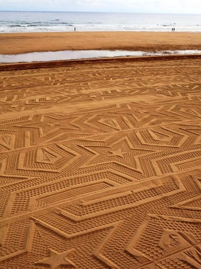 A Sign in Space, 2012, Sandprint at Laga beach, Sense & Sustainability, Art biennale, Urdaibai, Spain. image via wordlesstech.com